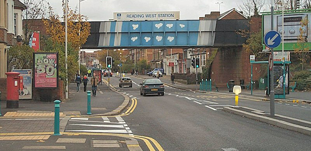 Is Oxford Road in  Reading West going downhill?
